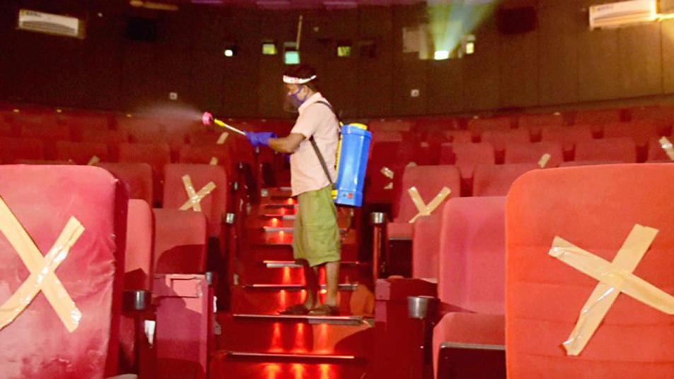 খুলেছে পশ্চিমবঙ্গের সিনেমা হলগুলো : কাপলদের নিয়ে সঙ্কট